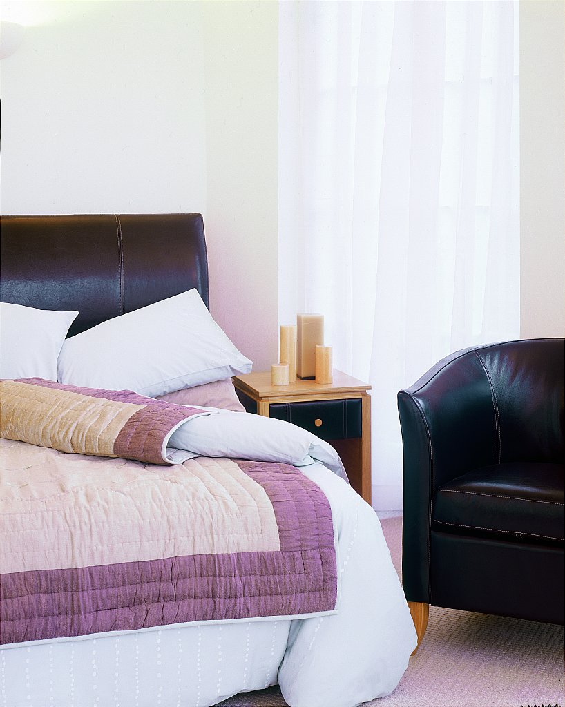 Drapers furnishers stuart jones peat leather and oak for Divan finchley