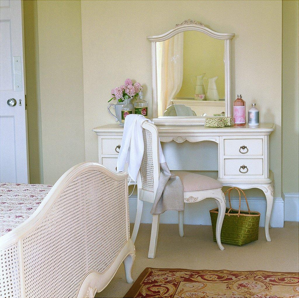 Willis Gambier Dorset Bedroom Furniture: Ivory Bedroom Furniture