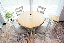 3230/Stag-Cromwell-Round-Extending-Dining-Table