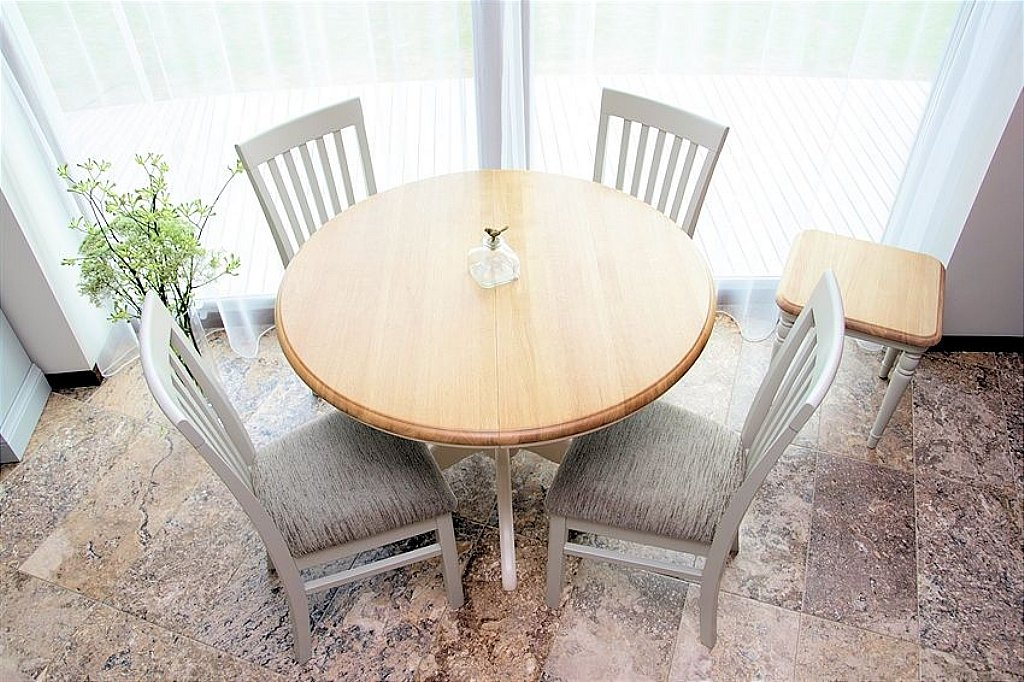 Stag Cromwell Round Extending Dining Table